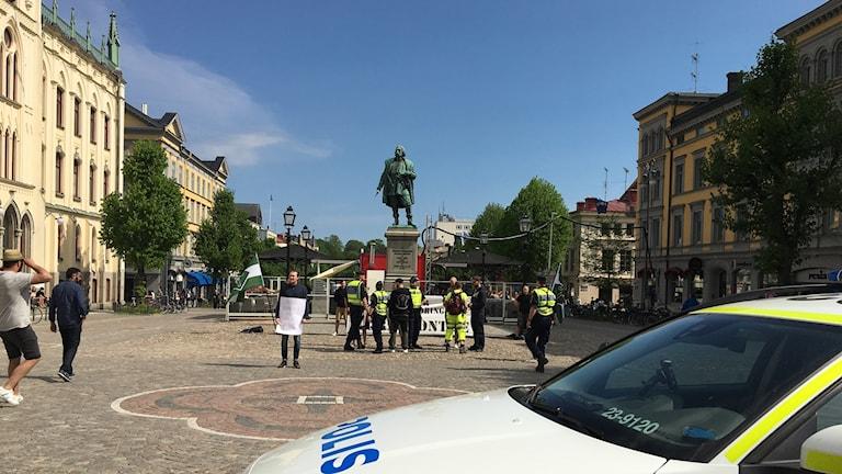 På lördagen genomförde Svenska motståndsrörelsen en demonstration på Stortorget.
