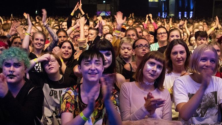 Ett publikhav på en konsert.