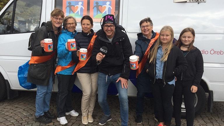 Nu är skramlarna på plats på torget i Karlskoga, kom till torget och hjälp till!
