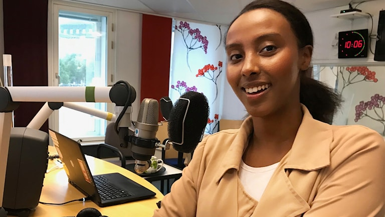 22-åriga Ubah Kadié från Örebro är länets första kvinnliga licenserade fotbollsagent.