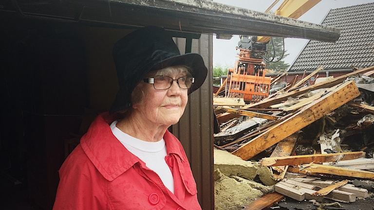 Gun Petterssons garage tog skada när hennes grannhus brändes ned.