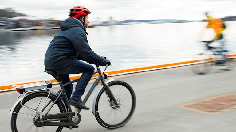 Elcyklist. Arkivfoto.