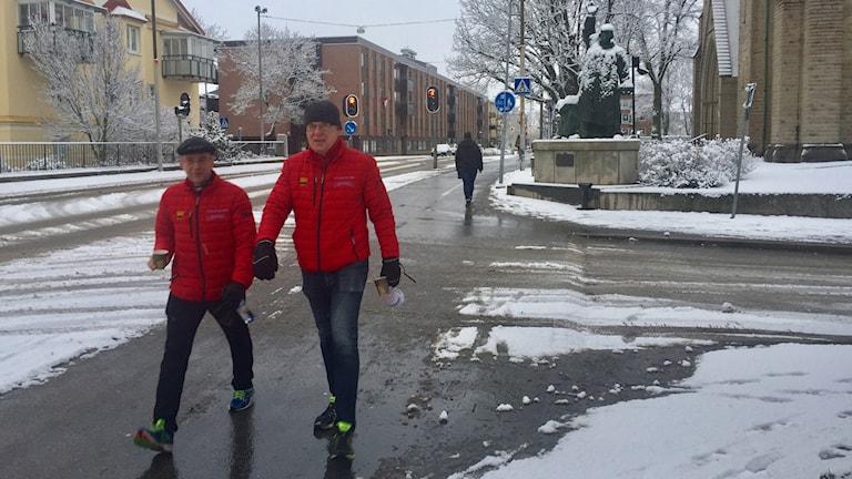 De här två prästerna i Örebro vandrar mellan kyrkorna för att få ihop pengar till Musikhjälpen.