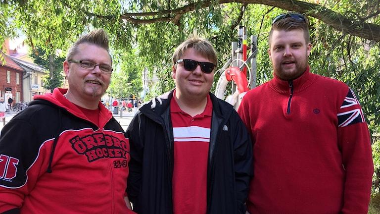 Fredrik Rehn, Manne Duberg och Jesper Ricklund, supportrar till Örebro Hockey.