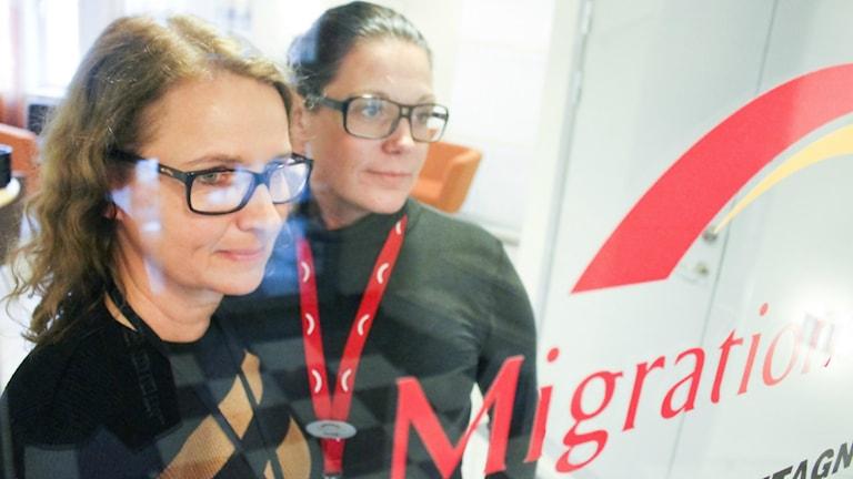 Fackliga representanten Susanne Bengtsson och skyddsombudet Anne Hansson på Migrationsverket i Örebro.