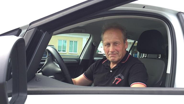 Bosse Nordström är fordonsansvarig hos Öbo. Han är nöjd med företagets elbilar.