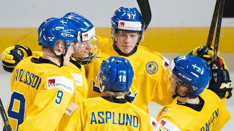 Juniorkronorna med Gabriel Carlsson längst till vänster.