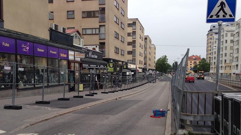 En veckas avstängd gata är för mycket tycker handlarna längs Rudbecksgatan i Örebro.