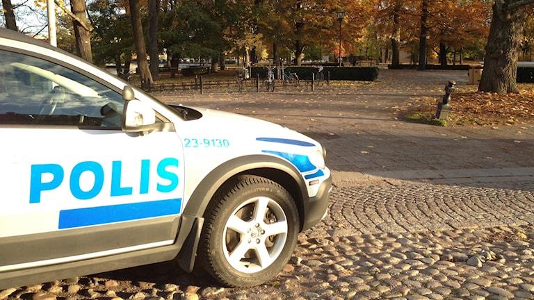 Avspärrat polisbil polis slottsparken Örebro