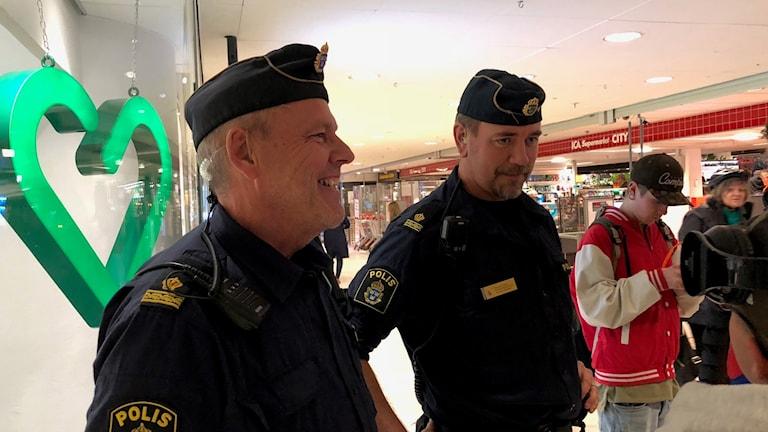 Poliserna Kenneth och Per, som många i city känner igen.