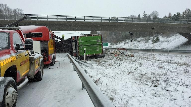 Olycka under bron över E18/E20 i höjd med Glanshammar.