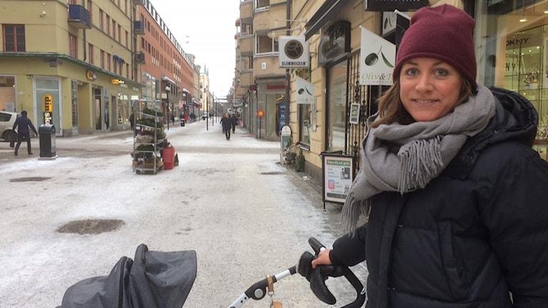 Carolin Ros, småbarnsmamma tror 30 timmar på förskolan kan passa en del barn. Foto: Marie Hansson/Sveriges Radio.