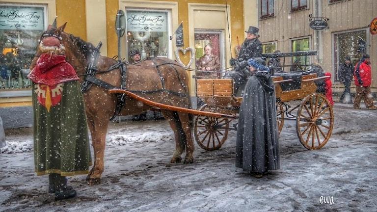 Julmarknad i Arboga, med häst och vagn.