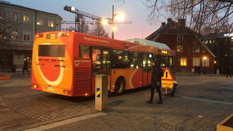 Östgötatrafikens buss vid Skvallertorget i Norrköping