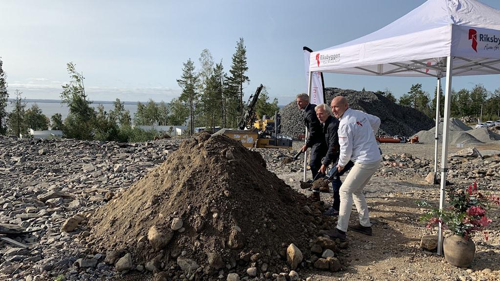 Första spadtaget för nya radhus i Svärtinge