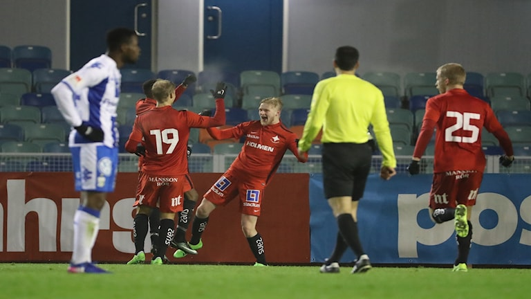 Karl Holmberg jublar efter ett av sina mål.