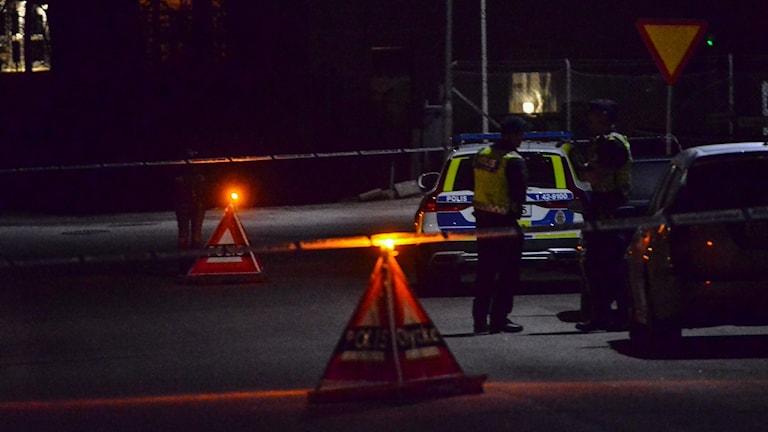 Polisen är fortsatt förtegen om detaljerna kring mordet i Ödeshög på onsdagskvällen.