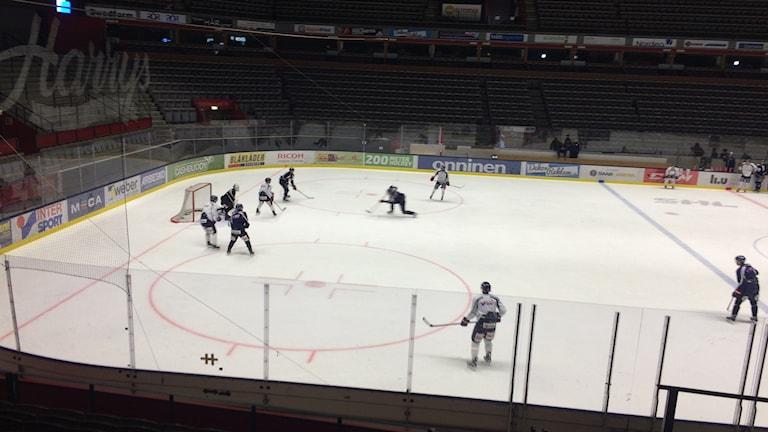 LHC tränar i Saab arena.