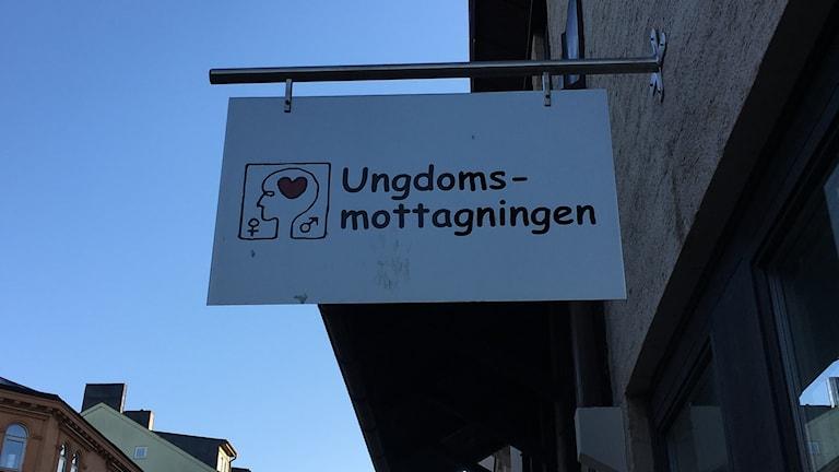 Skylt vid Ungdomsmottagningen i Linköping.