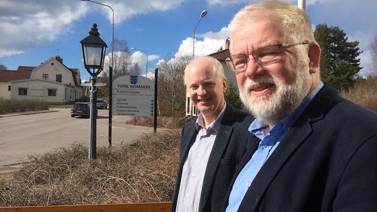 Kommunstyrelseordföranden Sven-Inge Karlsson t h och kommunchef Pär Fransson.