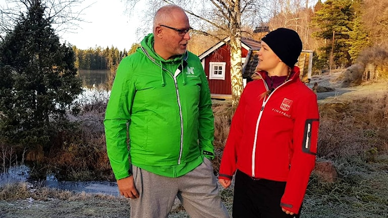 Richard Tjernström säkerhetschef i Norrköpings kommun och Nina Öberg beredsskapssamordnare i Finspångs kommun håller just nu på med ett 72-timmarstest där de ska klara sig utan el och rinnande vatten.
