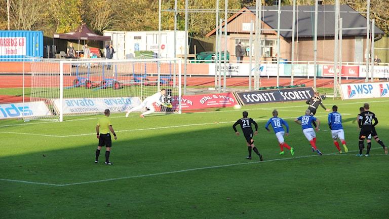 ÅFF:s målvakt Hampus Strömgren räddade matchens första straff.