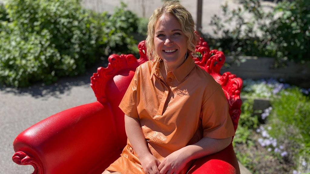 Artisten Elin Saanum från Rimforsa är finalist 4 i musiktävlingen P4 Nästa Östergötland 2021.