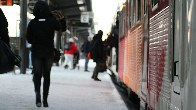 Resecentrum, station, påstigning pendeltåg. Foto: Jakob Kindesjö/SR Östergötland