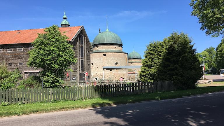 Vadstena slott sett från fastlandet.