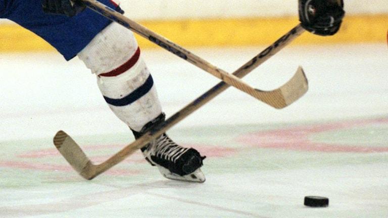 Hockeyklubbor.