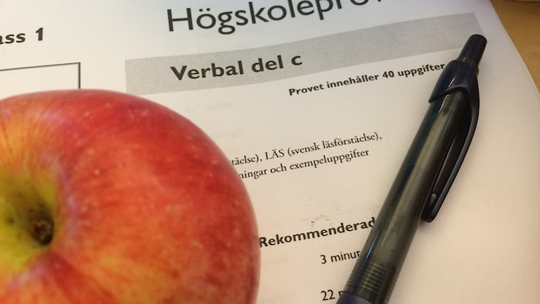 The test with an apple and a pen nearby.