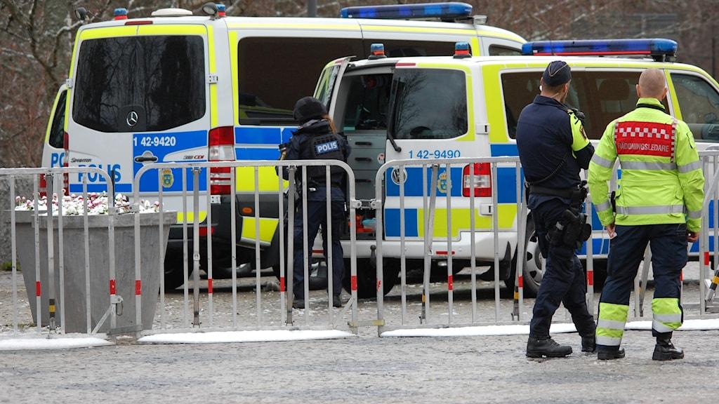 Avspärrat vid Garnisonen i Linköping inför mordrättegången som pågår i åtta veckor.