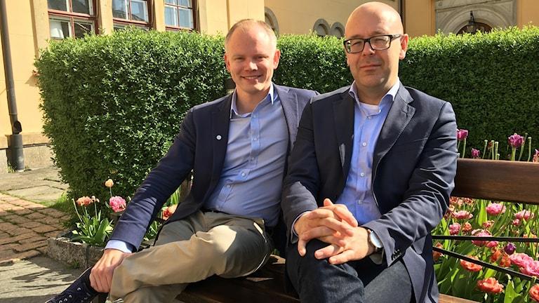 Erik Östman (M) och Jakob Björneke (S).