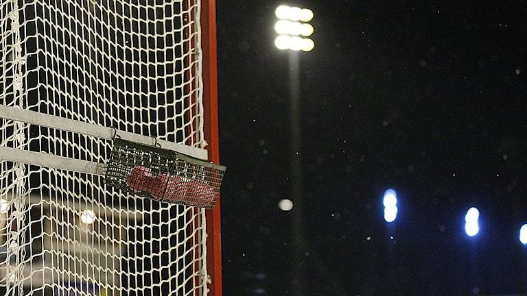 Bandybollar vid målbur. Foto: Kim Hellström.