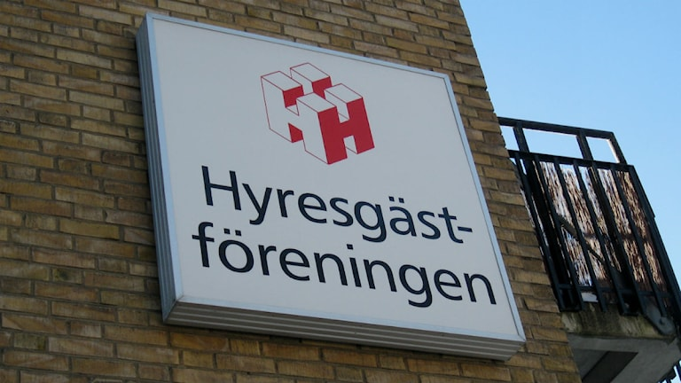 Väggskylt med Hyresgästföreningen foto:Maria Turdén/Sveriges Radio