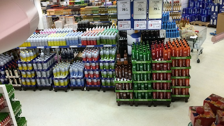 Pallar med flaskor