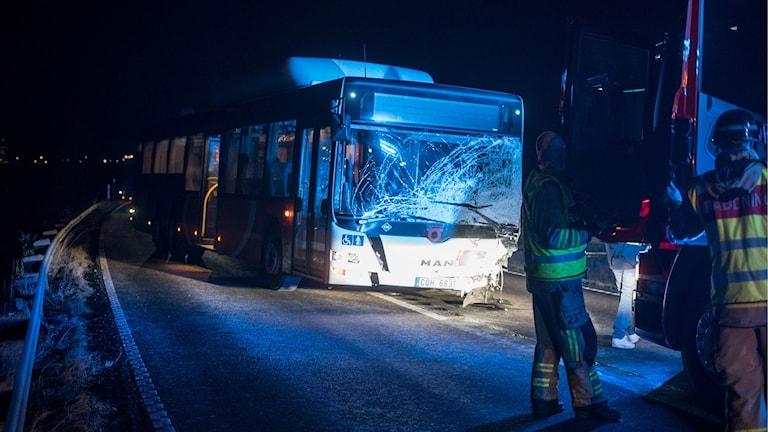 Trafikolycka krockad buss