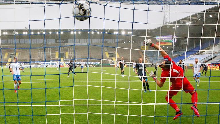 Ísak Bergmann Johannesson gör 1-0 till Norrköping.