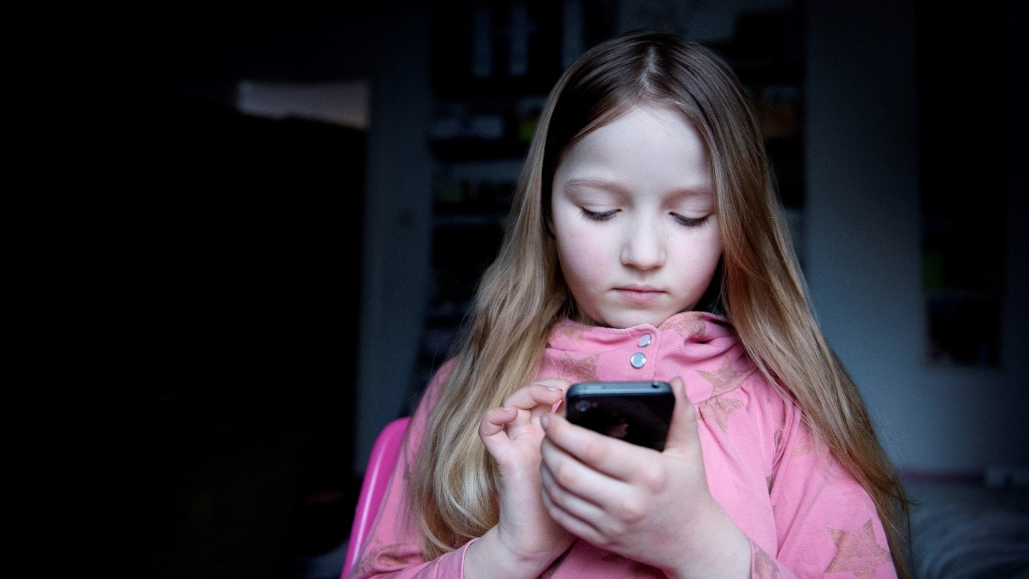 Etablerade medier dominerar elevers digitala flöde - P4 Väst