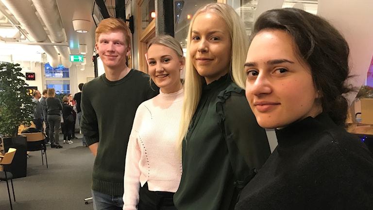 """Henrik karlsson, Victoria Tjäder, Vera Fridh och Marina Koj driver UF-företaget """"First Aid Period""""."""