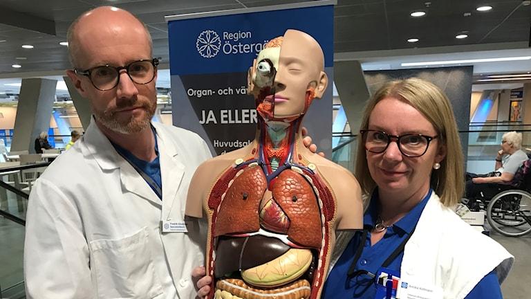 Regionalt donationsansvarig läkare Fredrik Ginstman och regionalt donationsansvarig sjuksköterska Annika Kellman