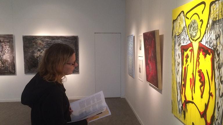 Lena Lindgren är utställningsansvarig för Under samma tak.