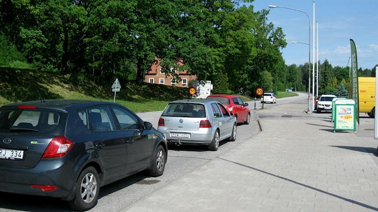 Bilar utanför Konsum i Krokek en sommardag foto:Maria Turdén/Sveriges Radio