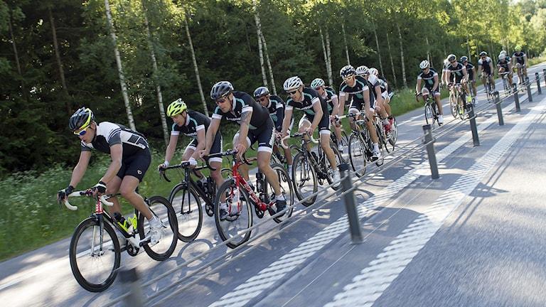 Snabbast i Vätternrundan 2014 blev ett lag från Team Bianchi med bland annat flerfaldige Vasaloppsvinnaren Oskar Svärd. Foto: Micke Fransson/TT