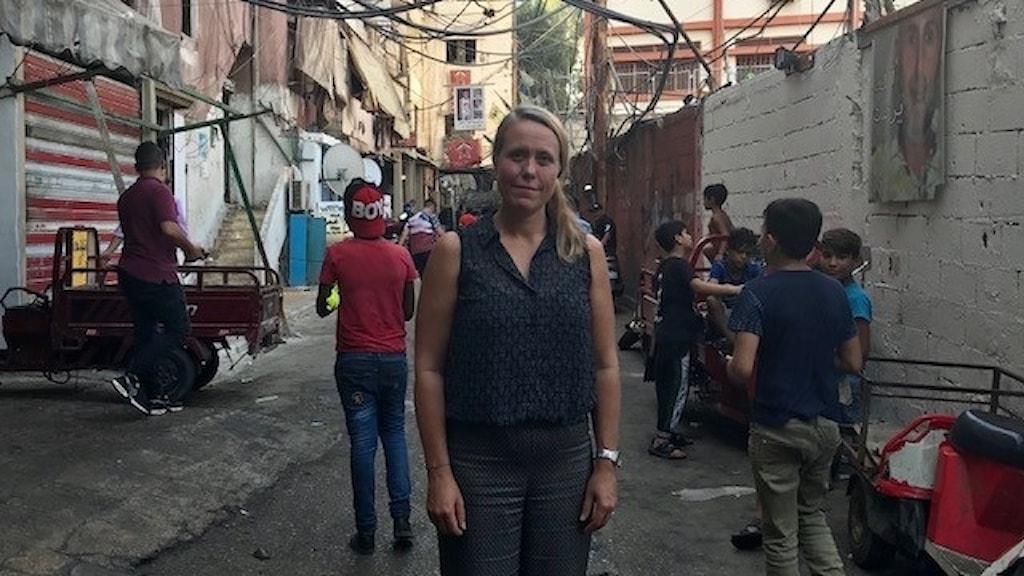Anna Carlsson, samordnare för Världens Barn på Sveriges Radio på plats i lägret Shatila Camp i Beirut.