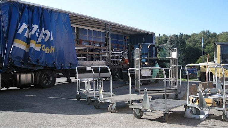 Whirlpoolfabriken monteras ned och delar körs till Italien. Foto: Lisen Elowson Tosting/ Sveriges Radio