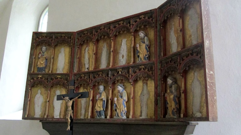 Altarskåpet i Rönö kyrka på Vikbolandet där det saknas medeltida träfigurer som stals vid ett inbrott sommaren 2014 foto:Maria Turdén/Sveriges Radio