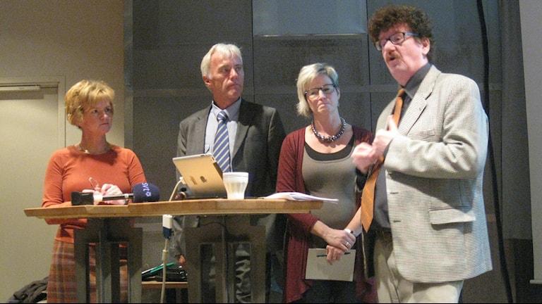 Kvartetten. Karin Jonsson (C) Reidar Svedahl (FP, Eva-britt Sjöberg (KD) och Lars Stjernkvist (S). Foto: Petter Ahnoff/Sveriges Radio