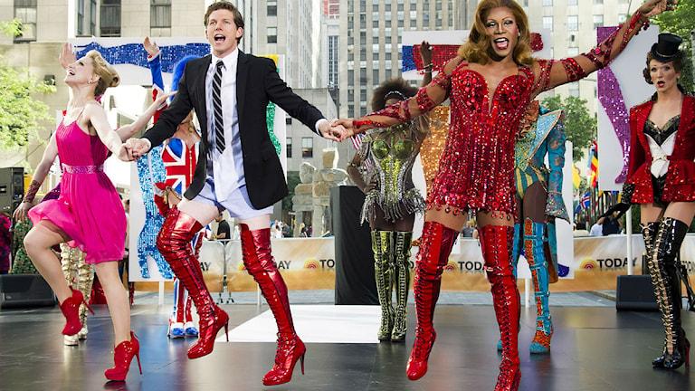 Ensemblen från musikalen Kinky Boots i New York. Foto: Charles Sykes /TT