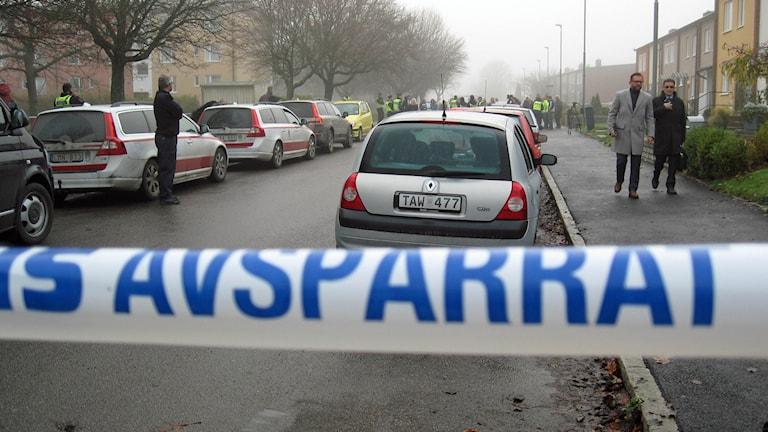 Polisavspärrning vid mordplats i Hageby.
